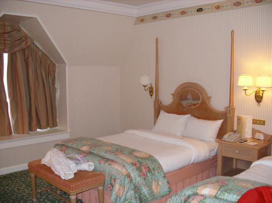 Chambre standard du disneyland hotel for Chambre hotel disney