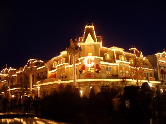 Disneyland Parc la nuit