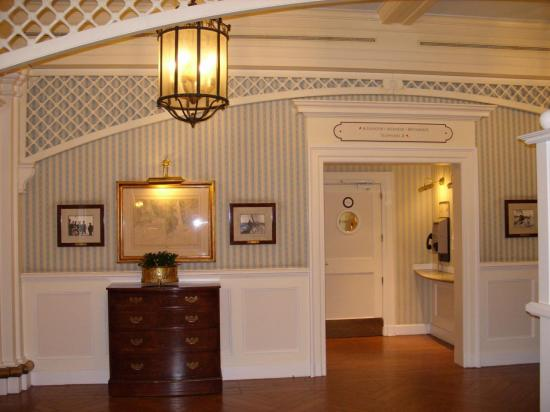Ascenseur du Disney Newport Bay Club